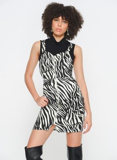 Zeynep Ökmen Elbise Renkli
